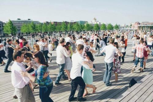 Бесплатный фитнес в Москве. Бесплатный спорт в парках Москвы.