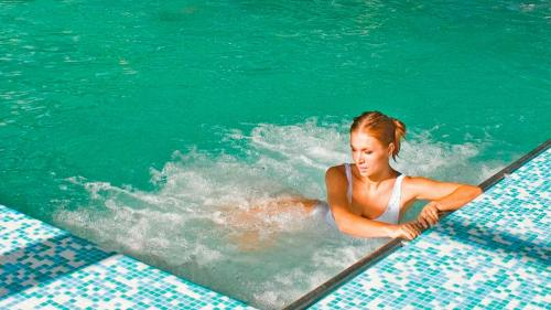 Сухое плавание для спины. Польза плавания для здоровья позвоночника