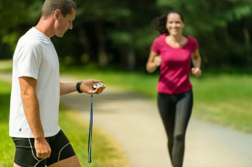 Как пробежать 1 км. За сколько можно пробежать 1 км, правильная техника бега