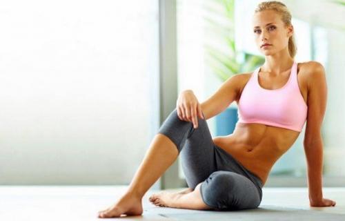 Сколько надо стоять в планке для похудения. Как правильно делать планку для похудения в домашних условиях? Раскрываем секреты...