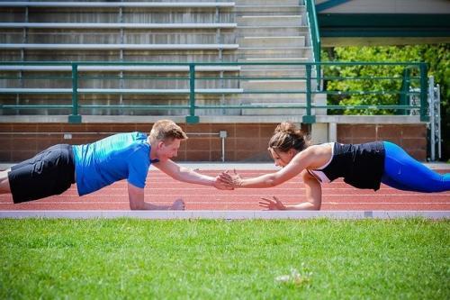 Противопоказания для упражнения планка. Упражнение планка на локтях (польза и противопоказания)