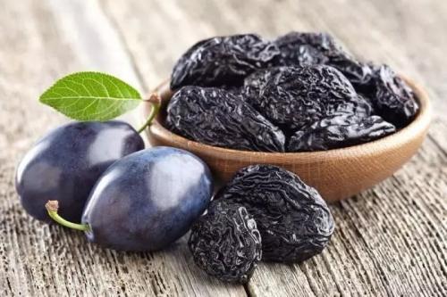 Черная слива сушеная. Почему полезно кушать чернослив?