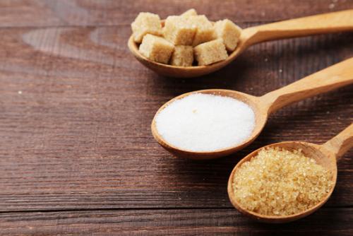Сколько калорий в одной столовой ложке сахара. Сахарный песок: энергетическая ценность
