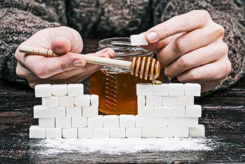 Калорийность сахара и меда. Сколько сахара в меде?