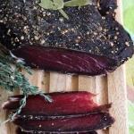 Домашнее вяленое мясо - отличная замена вредной колбасе.