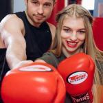 В наши дни популярен тайский бокс для девушек, который часто предлагают в качестве курсов самообороны.